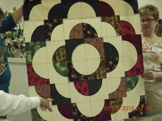 Tonys_Drunkard_path_quilt_top